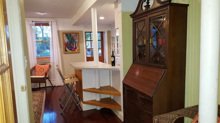 Charming 1 br - most perfect block!