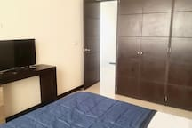 Cuarto 2 / Chambre 2 / Bedroom 2