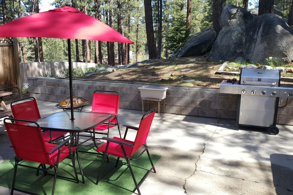 Big back yard with picnic table and bbq.