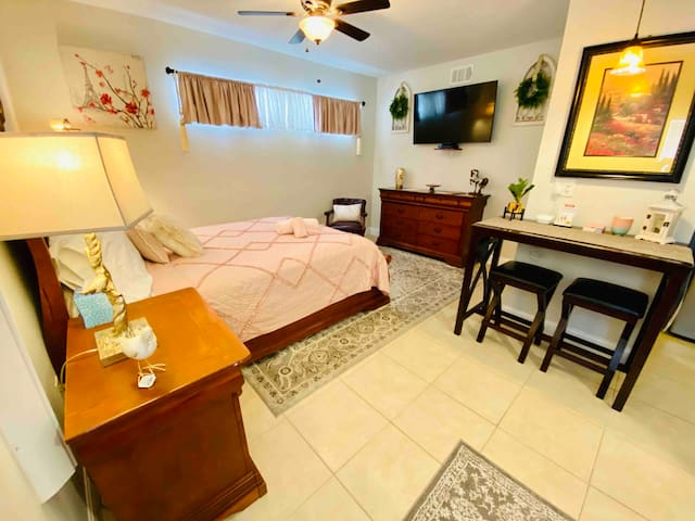 Amazing studio with private entrance near UCF