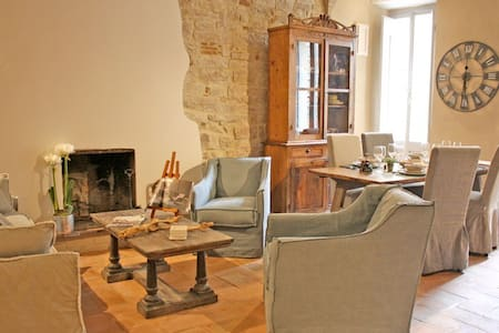 Stylish & Quiet Apartment in Central Todi