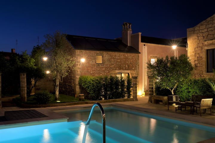 Historic house with pool and Mediterranean park (A)