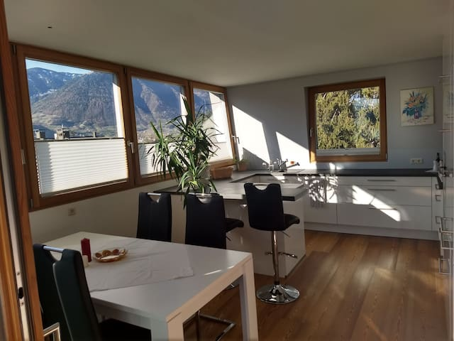 Cozy flat with amazing Mountain view:)