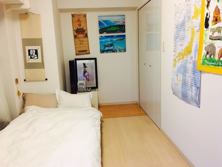 MAX 2p can stay 1 room  1 Double bed No smoking  220 ppt speed wifi paid rental service(¥1000/day) Luggage Storage Service (1Luggage Price/2hour ¥1000) Clean Up Room Service(¥7000)  Check in     3pm Check out 11am  最大2名宿泊 1ルーム ダブルベッド 禁煙 ポケットWIFIレンタルサービス(¥1000/day) 荷物預かりサービス/1個の荷物価格 (2hour ¥1000) 滞在中お掃除サービス(¥7000税込)