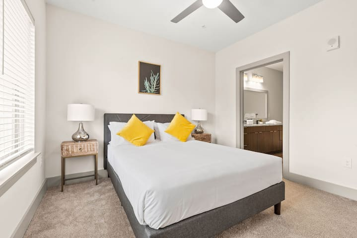 StayGia | Southbank | Chic Modern 2 BR Suite  w/ Pool Gym Parking 3