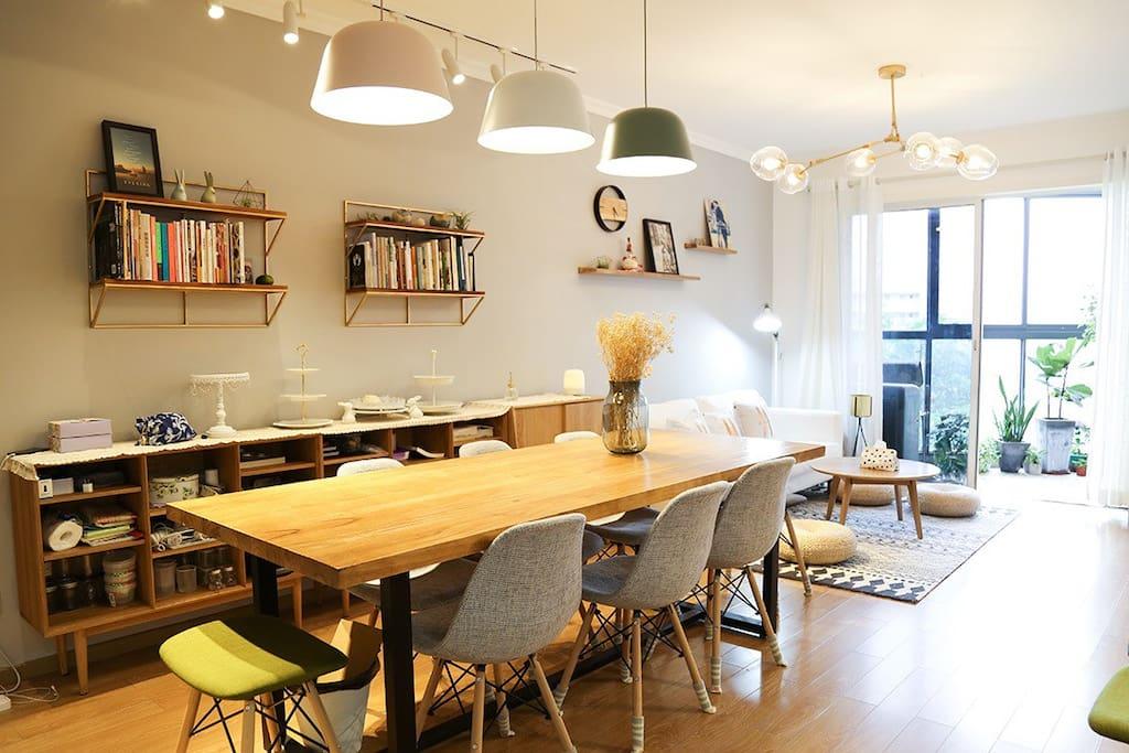 实木的大餐桌
