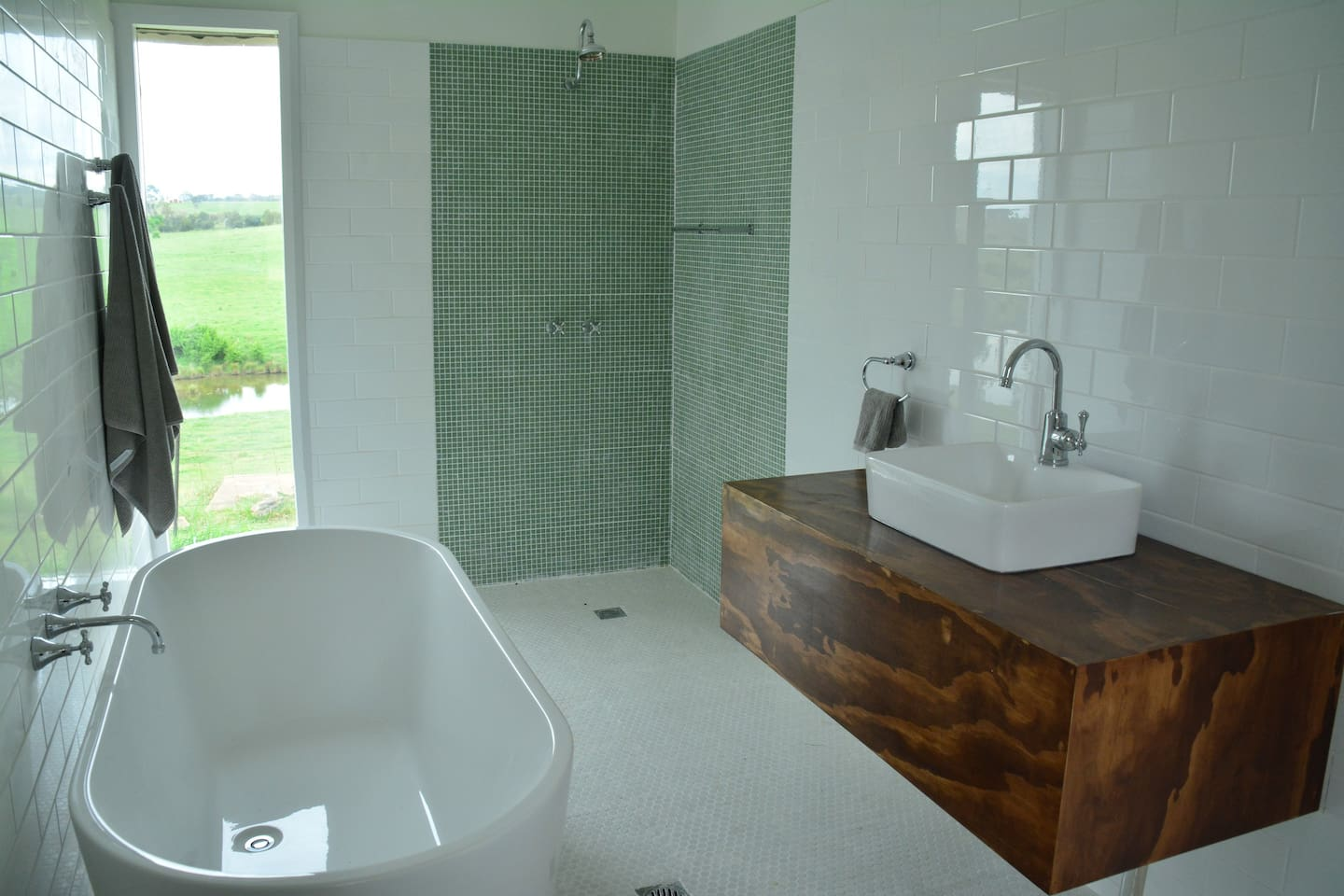 Relax in the bath overlooking the Wollondilly River