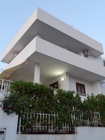 Villa indipendente nella splendida baia di Gandoli