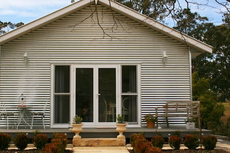 THE OLD ORCHARD COTTAGE - BUNDANOON