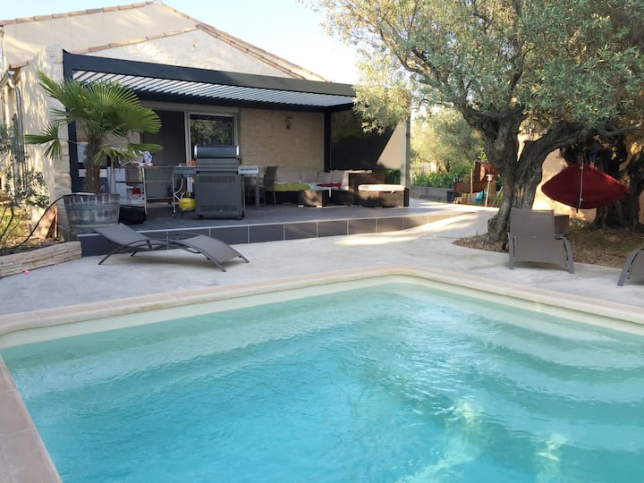 Studio avec piscine donnant sur une olivette