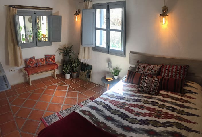 1Double room in boho country house in Los Cahorros