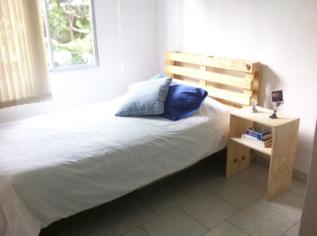 Comfortable and well located room - Medellín - Appartement