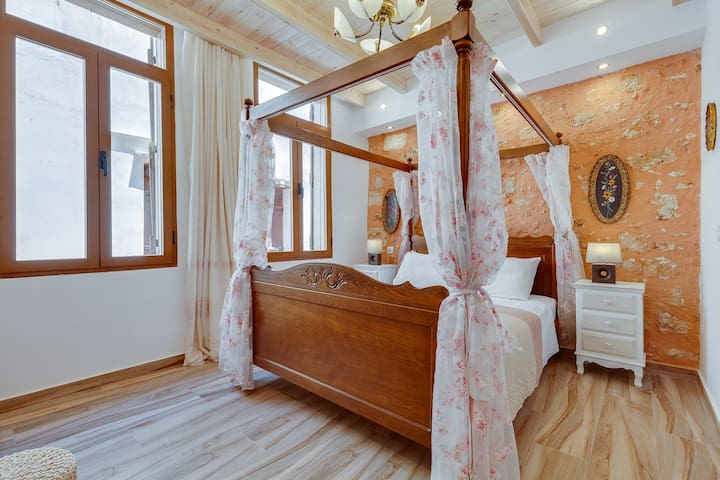 Luxury Private Suite in the heart of old Town !!