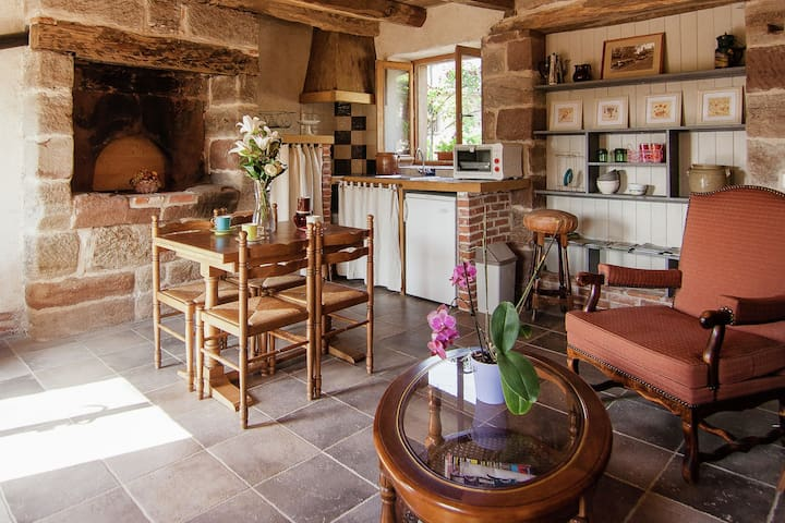 Comfortable house, with use of the swimming pool, in the rolling French countryside.