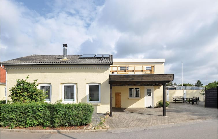 Holiday cottage with 2 bedrooms on 97m² in Gråsten