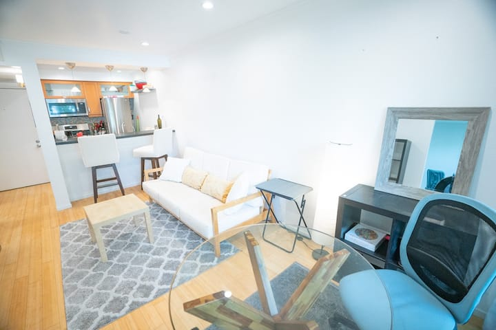 Lovely 1BR in West Hollywood with Parking!