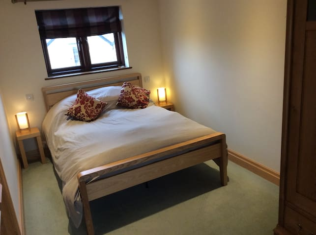Double bedroom with en suite bath and shower