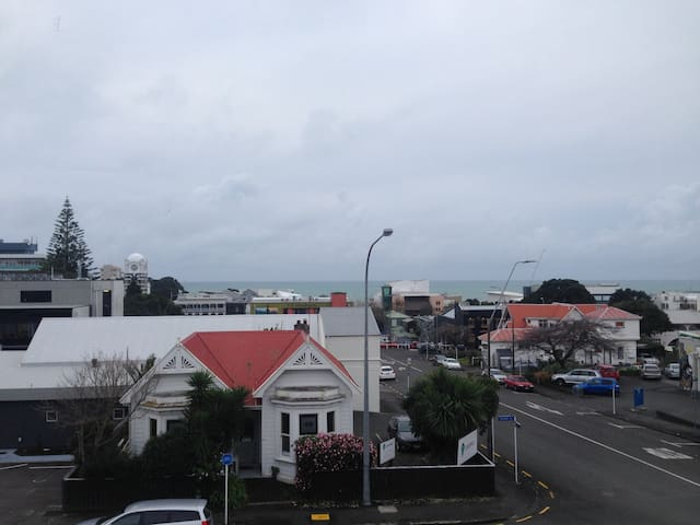Central New Plymouth home away from home