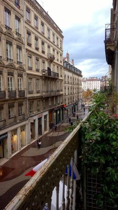 balcon donnant sur la rue Victor Hugo et la place Bellecour