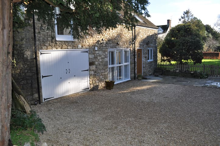 Beautiful two bedroom cottage - Shrivenham - House
