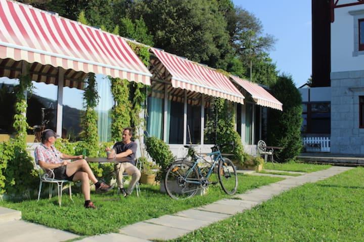 Habitación en LEKEITIO B&B jardín, playa Karraspio