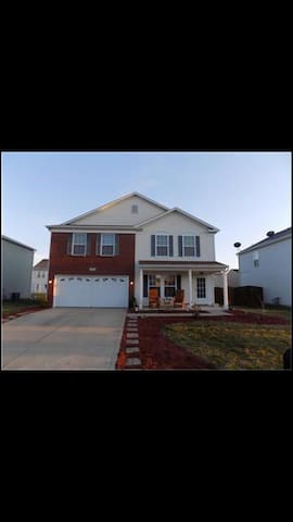 Basic Suburban Home. Close to Indy 500 & Airport!!