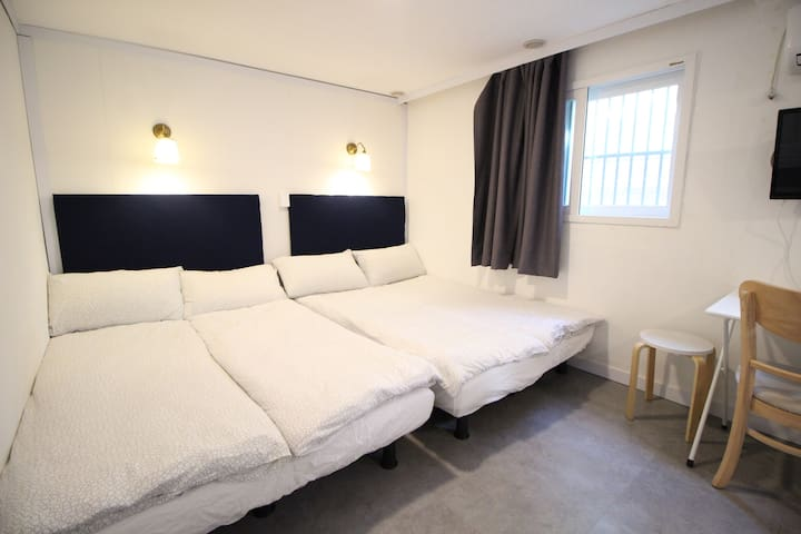 *Hongdae-Seoul Mansion*Family Room