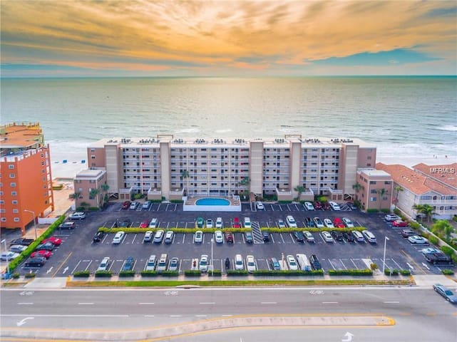 Gulf Shore Paradise Condo ON THE BEACH!