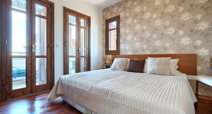Assia - Beautiful apartment with stunning views.