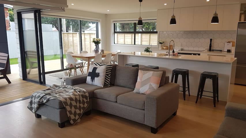 Spacious new home in Petone, 15 mins to Wgtn city