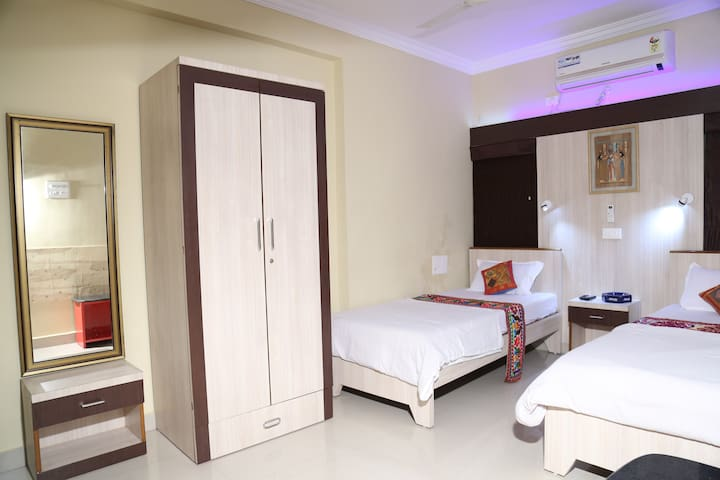 1 air conditioned room in posh area, Nagpur - Nagpur - Pis