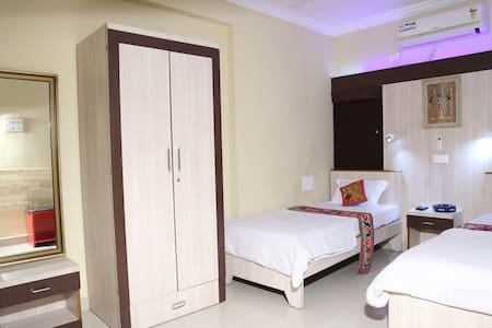 1 air conditioned room in posh area, Nagpur - Nagpur