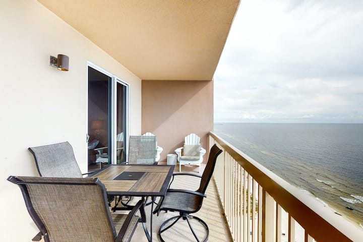 Inviting, 21st-floor, waterfront getaway w/ Gulf views, shared pools, & a gym