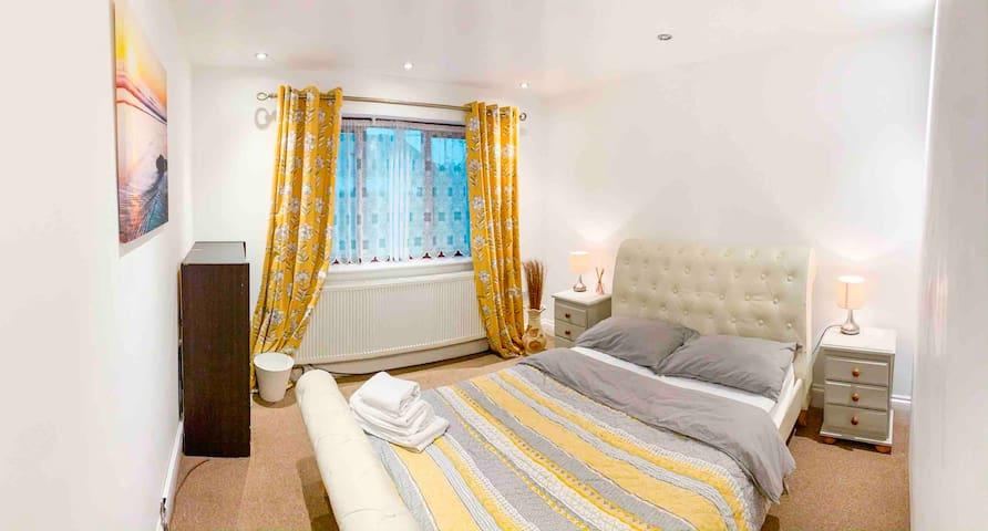 Superb Double room Sutton