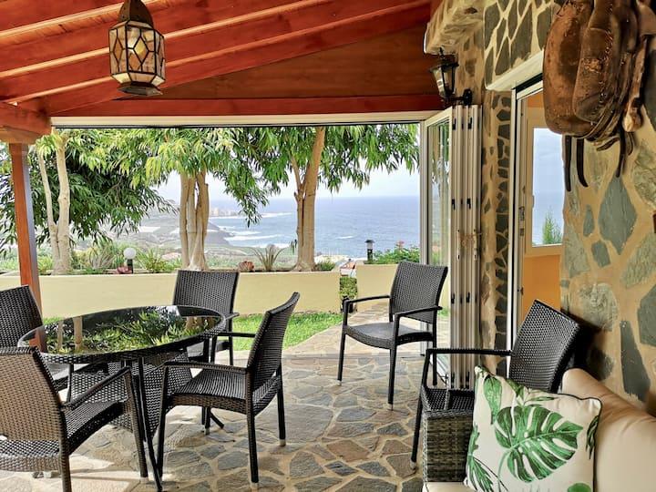 Casa Canaria con Jacuzzi, Jardín y Vistas al Mar