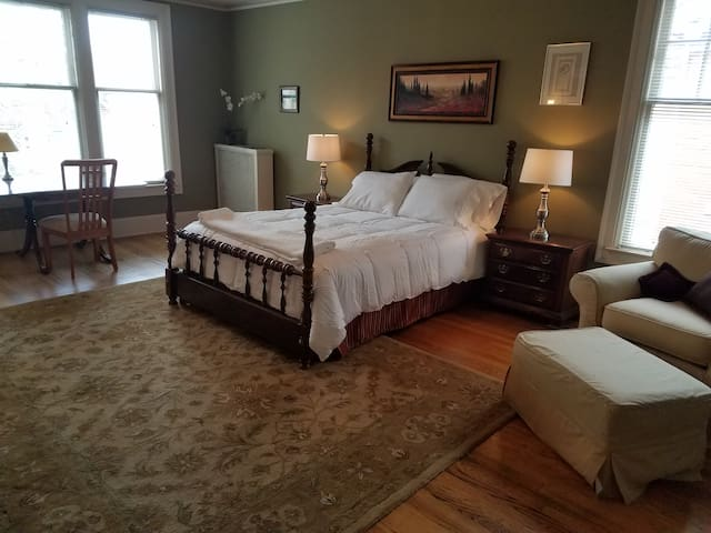 Historic home near Midtown/Downtown-Master Suite