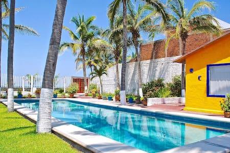 BEACHFRONT PARADISE 20 MINUTES FROM MANZANILLO - Colima - Casa
