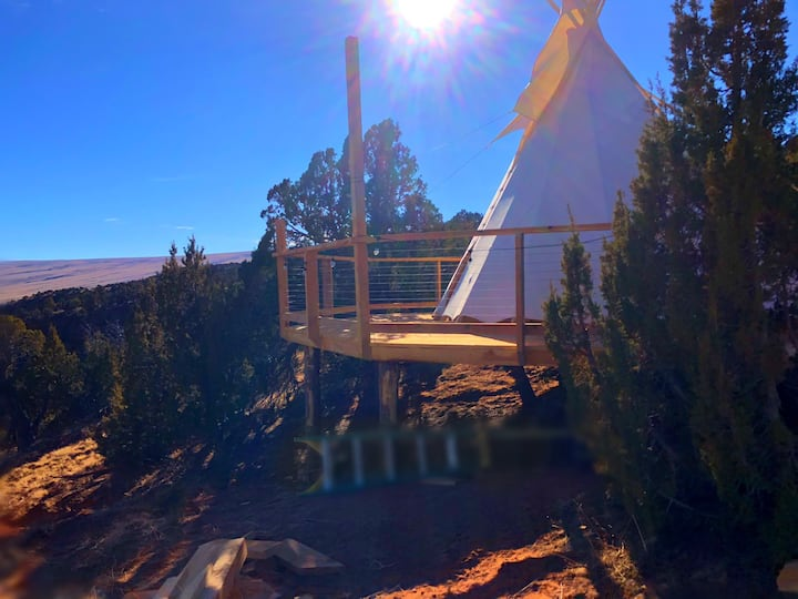 Tipi 1 - Free Hot Springs Pass
