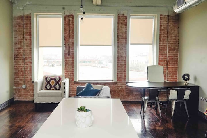 Urban Downtown Apartment + Perfect Location