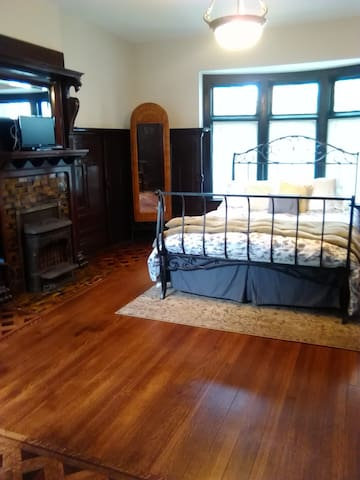 Grand Victorian Apartment - Walk to Downtown - Buffalo - Apartamento