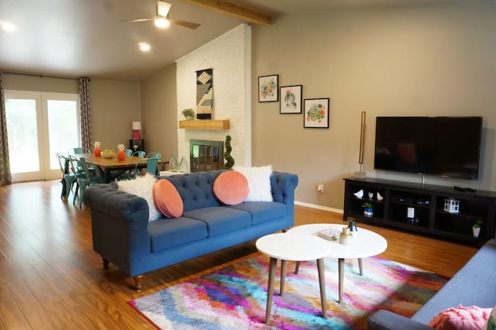 Cute, relaxing house for twelve in Dallas