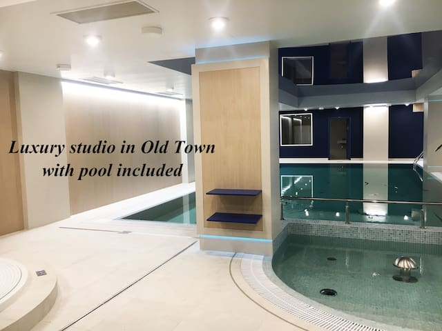 Luxury studio in Old Town with pool included!