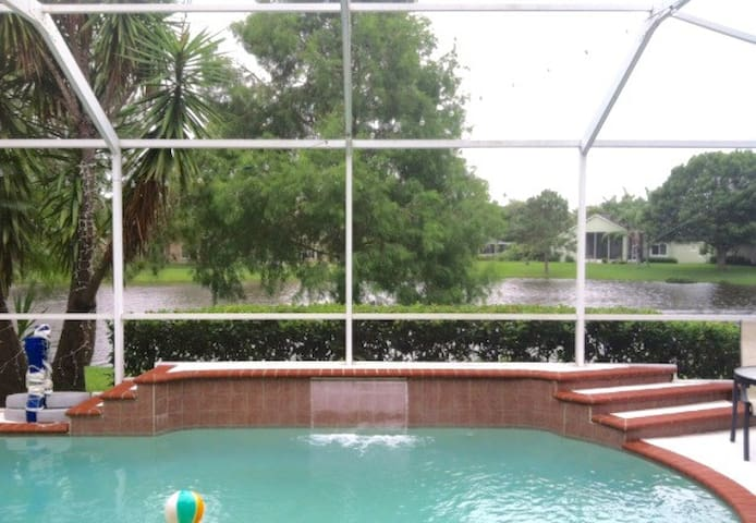 Walkable neighborhood in beautiful Westchase - Tampa - Huis