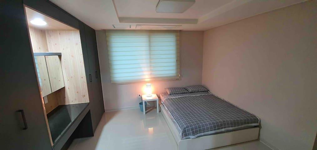 조용하고 편리한 숙소 , 모던한 인테리어와 깨끗한 환경으로 편안한숙소 입니다.