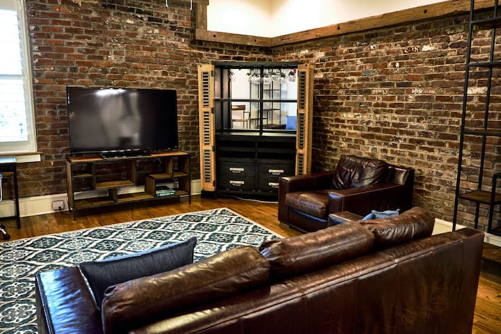 Downtown Knoxville Condo with Old City Charm