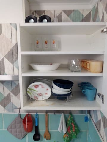 на кухне есть маленькие колоночки с aux