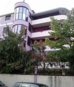 Deja Hotel - Tiranë