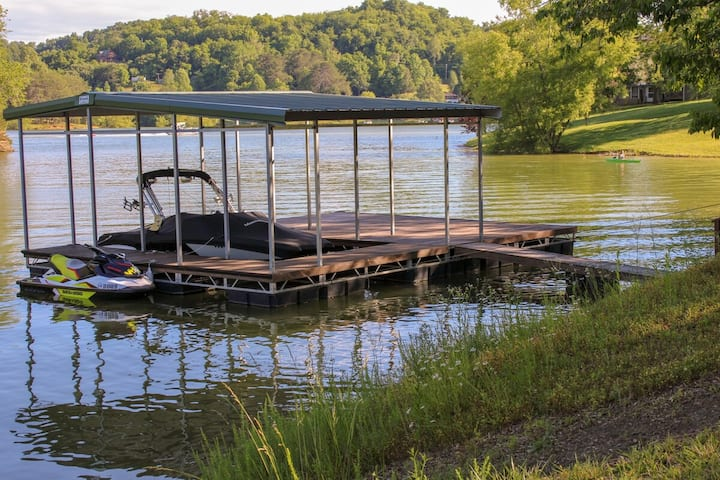 LAKE CABIN-BOAT DOCK AND RAMP! SLEEPS 14