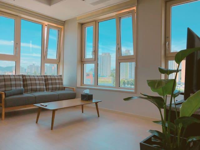#호두하우스.^^천안아산KTX 5분/아파트 전체 방2개 조용하고 깨끗한 집입니다.