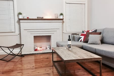 Spacious 2 bd house close to Light Rail - Dulwich Hill